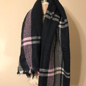 Aerie blanket scarf in navy/pink